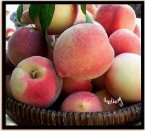 Peaches by LelisA